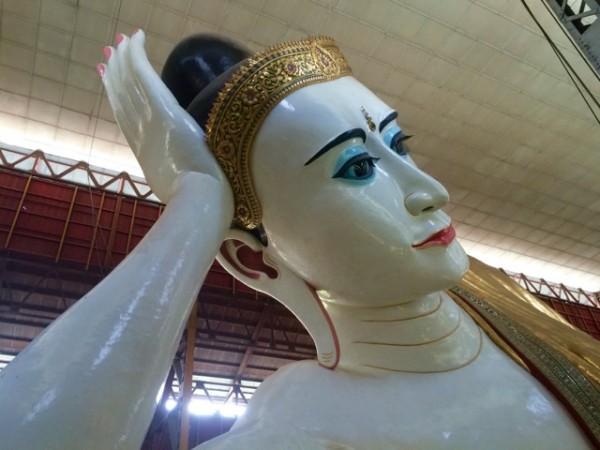 Immense Bouddha couché à Yangon