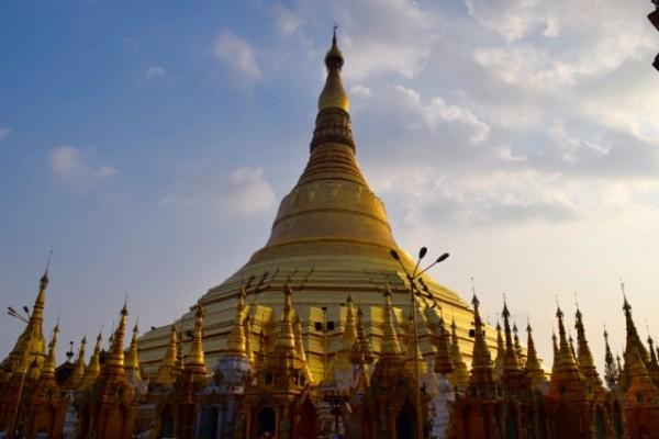 Immense stupas à la Paya Swedagon, Yangon.
