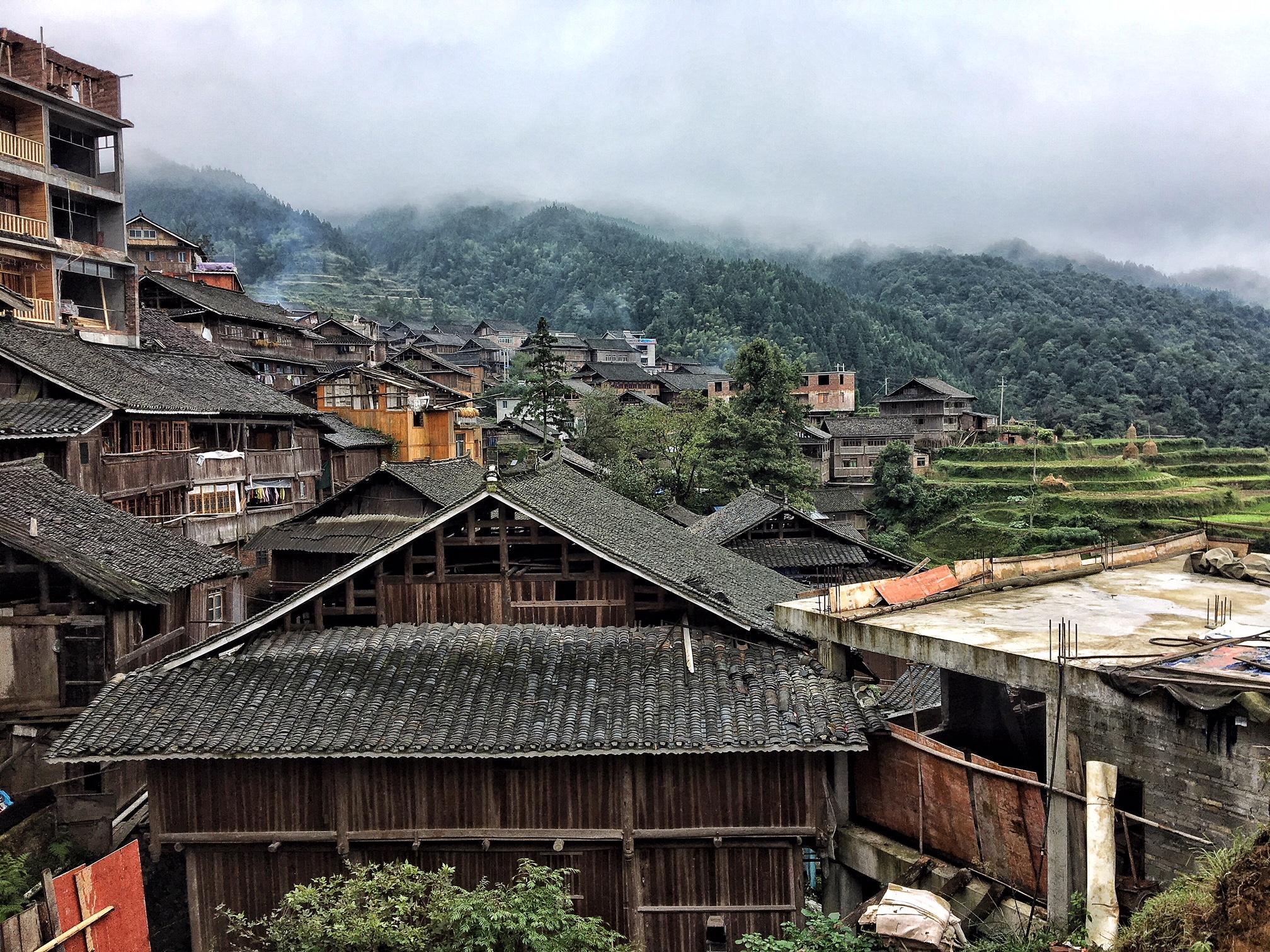 Randonnée près de Zhaoxing, une des 6 villes d'Asie à visiter en 2018