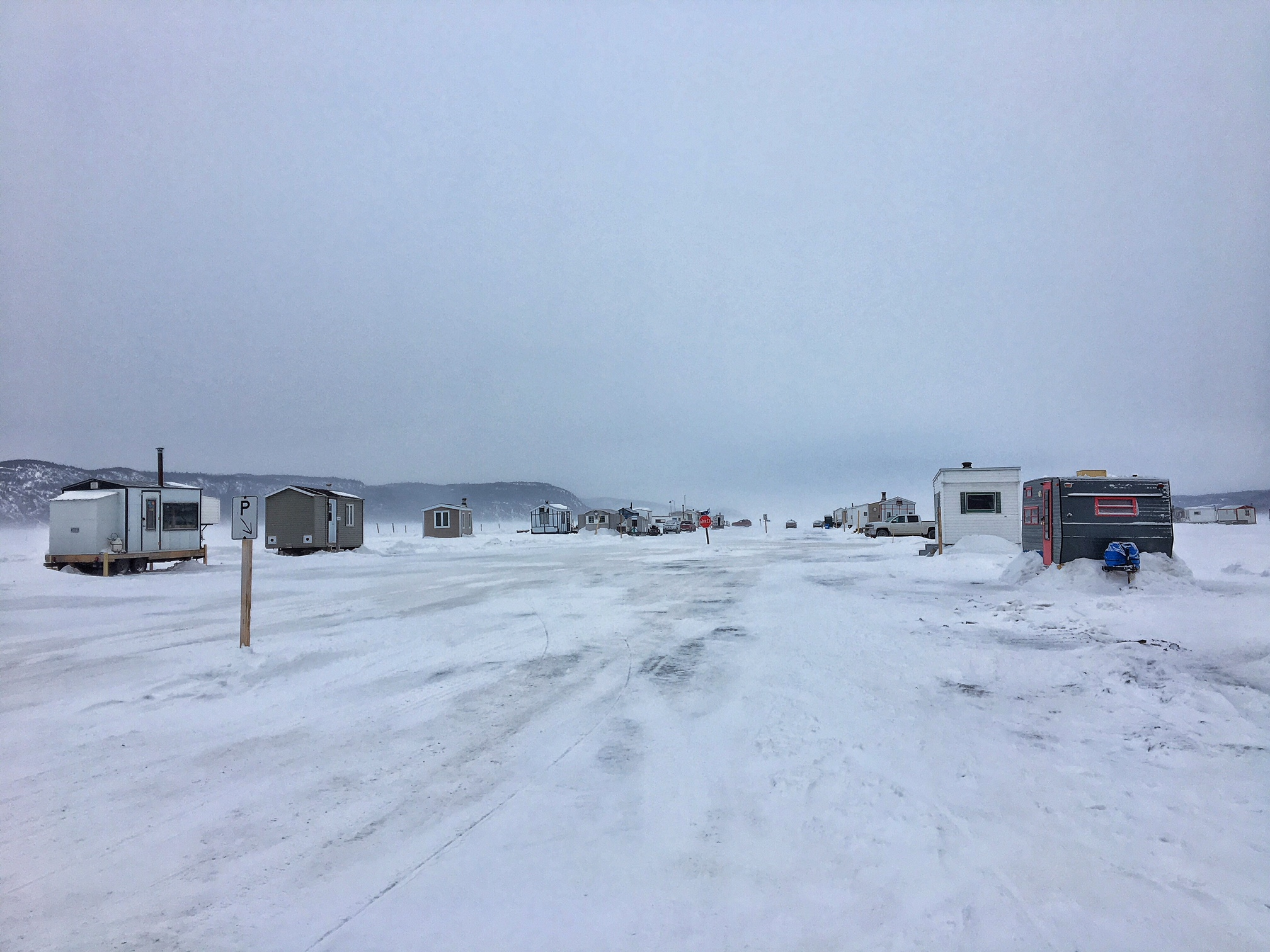 Pêche sur la glace au Saguenay en hiver