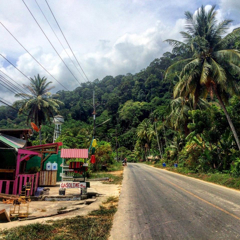 Se promener en scooter sur l'île de Koh Lanta