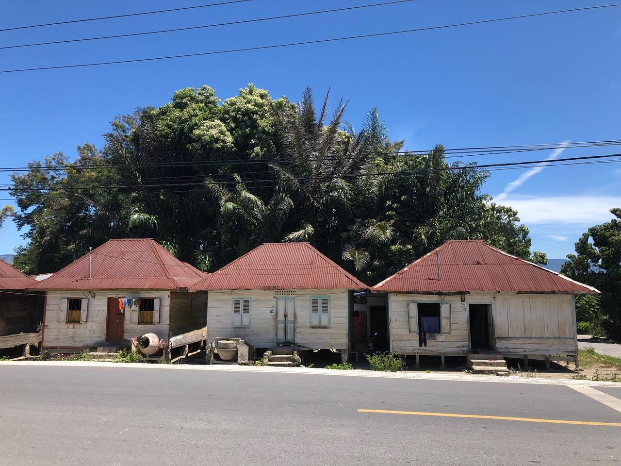 Petites maisons sur la route : visiter le Lac Toba