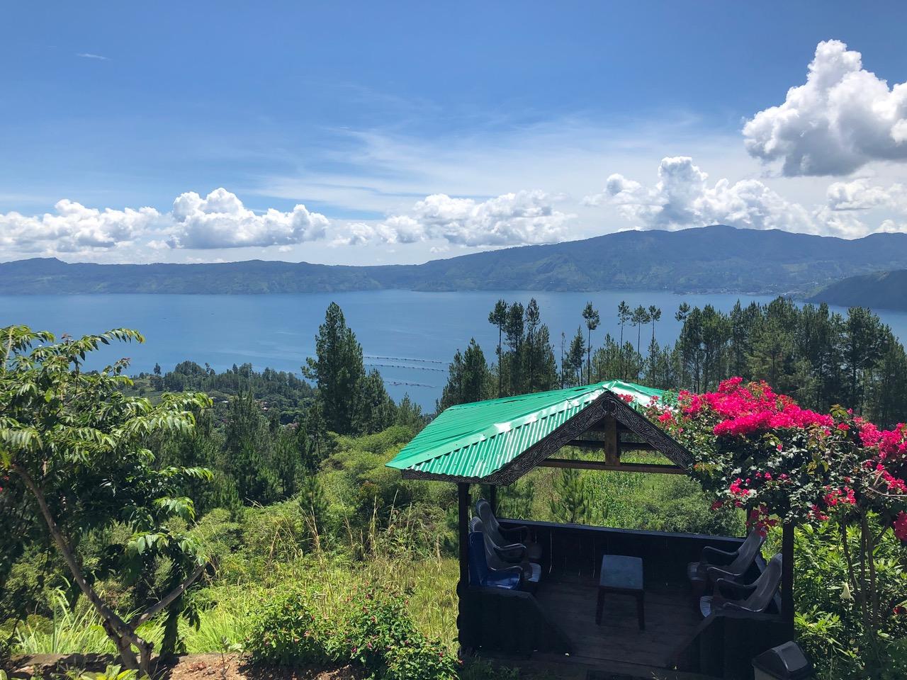 Vue sur le Lac Toba sur l'île de Samosir en Indonésie