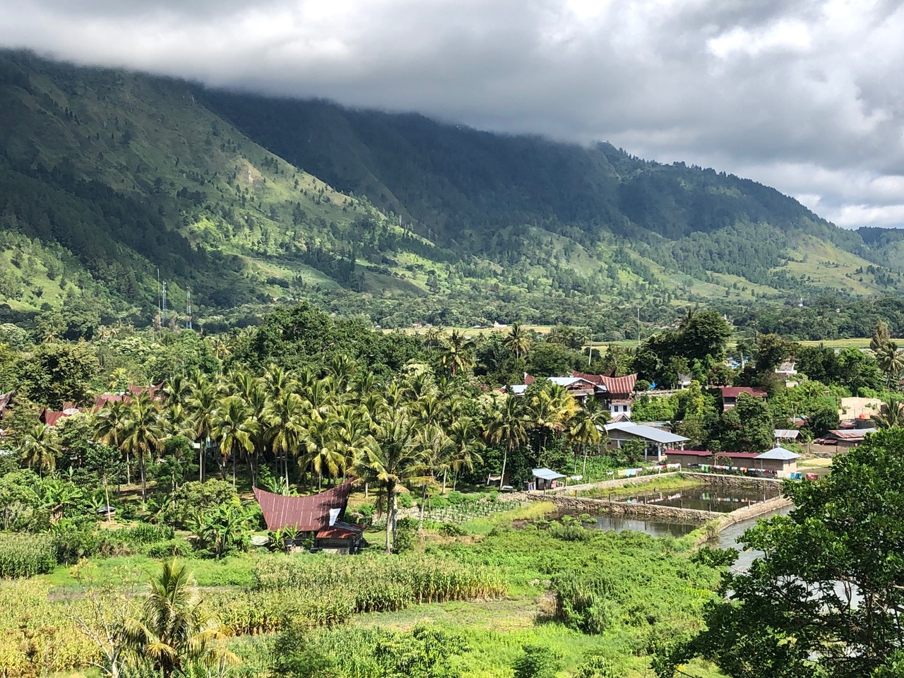 Les montagnes du Lac Toba à Sumatra en Indonésie