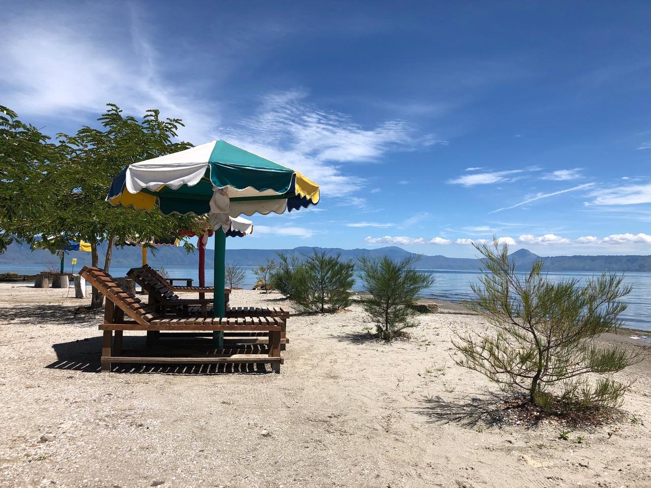 Que faire au Lac Toba : aller à la plage