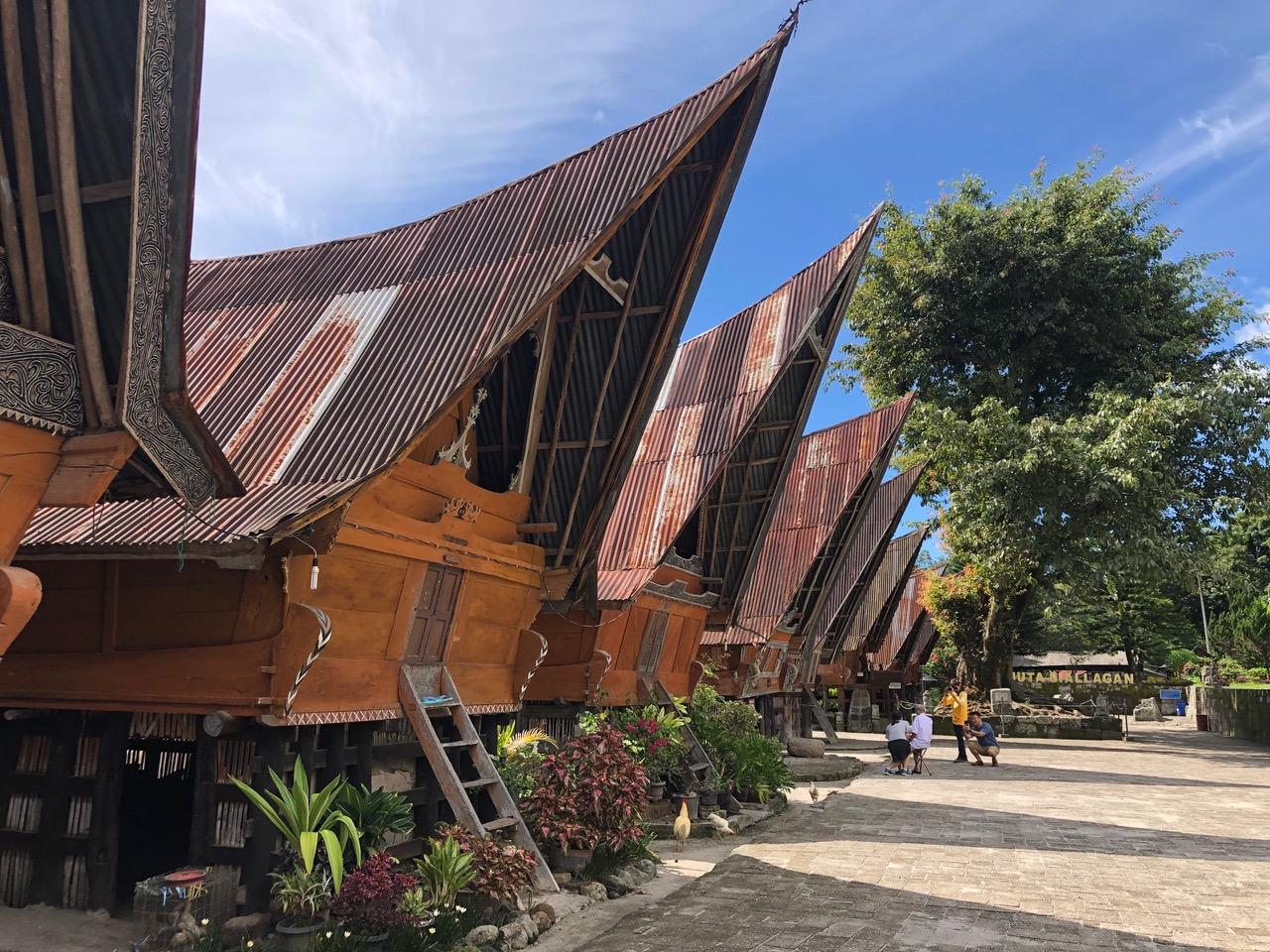 Visiter le lac Toba : Les maisons Batak