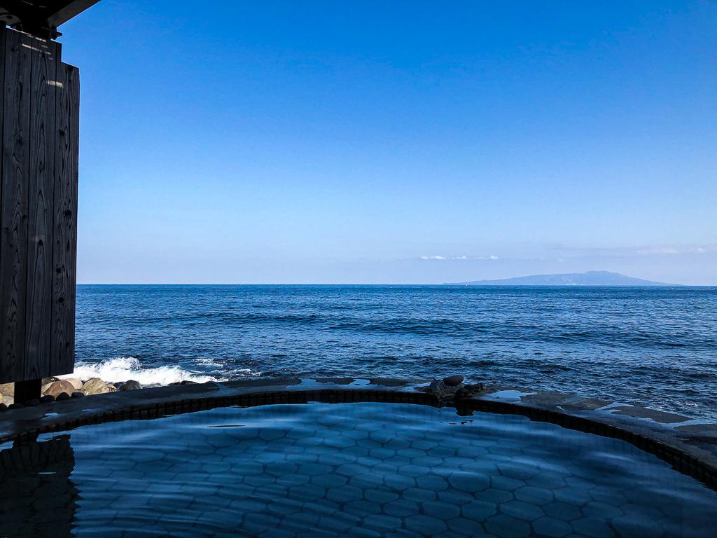 Onsen devant la mer : Péninsule d'Izu au Japon