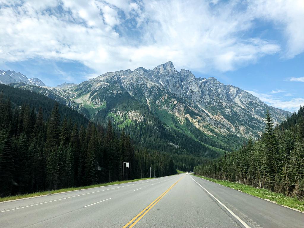 Roadtrip en Colombie-Britannique : sur la route près du Parc National des Glaciers